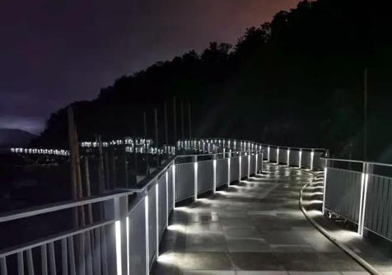 海滨栈道led灯光夜景