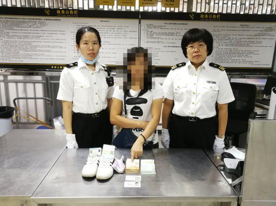 女子身藏 3.6 万欧元入境被查