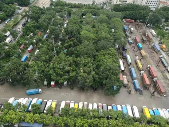 ▲平常停车爆满的涉案停车场。