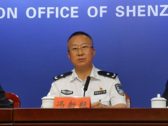 深圳市公安局交通警察支队副支队长冯新毅在会上作介绍