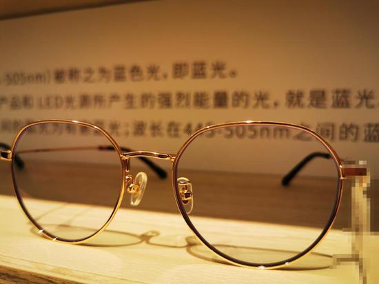▲市场上的一款防蓝光眼镜。