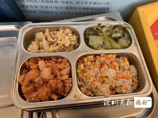 初中学生的饭菜,分量较大。
