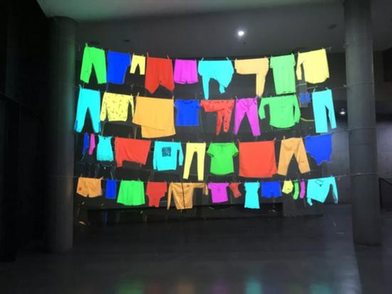 韩友衡,《晾衣架》,尺寸可变,影像装置,2018