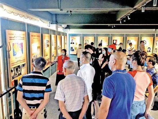 党员参观《黄学增与大革命》主题展。