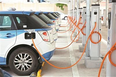 ▲全市电动出租车数量占所有投放数量的30.58%。资料图片
