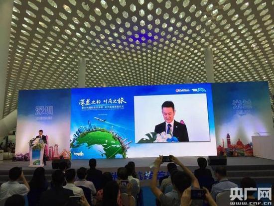 10日上午,腾邦旅游集团联手深圳机场以及意大利国际航空,在深圳宝安国际机场举办深圳直飞米兰国际航线首航仪式。
