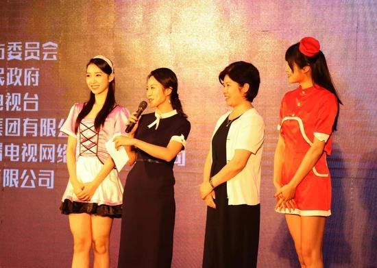 《东方可儿》与片中人偶演员