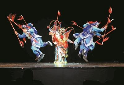 深圳艺术家亮相2017爱丁堡艺术节,图为粤剧《夫人计》首场演出。