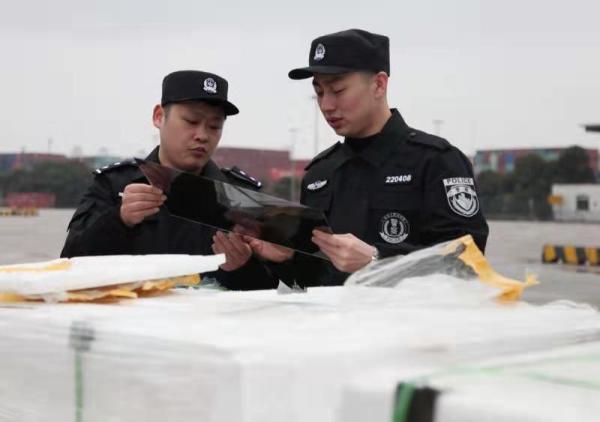 海关捣毁10个液晶显示屏走私团伙 涉嫌偷逃税款3.02亿元图片
