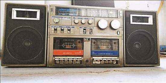 ▲1984年生产的京华JW898B双卡收录机。本版图片均由受访单位提供