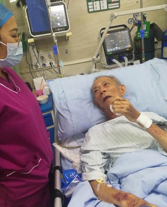 护士查房一声呼唤救回85岁老人