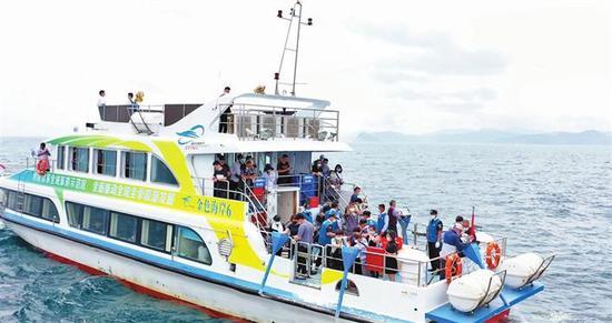 海葬活动现场。 深圳商报记者 钟华登 摄