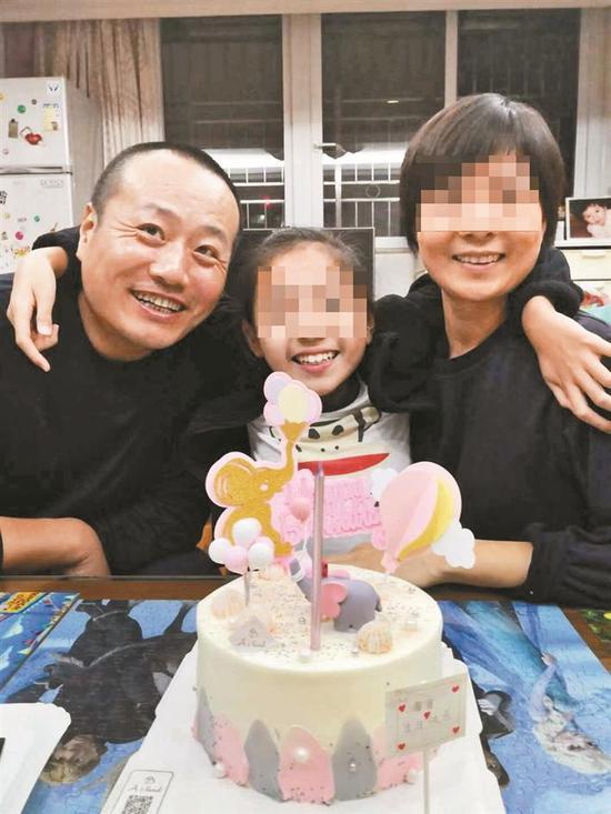 刘海峰生前和家人合影。
