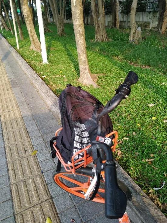▲经常有马大哈,忘记了自己的背包还在共享单车上就走了。