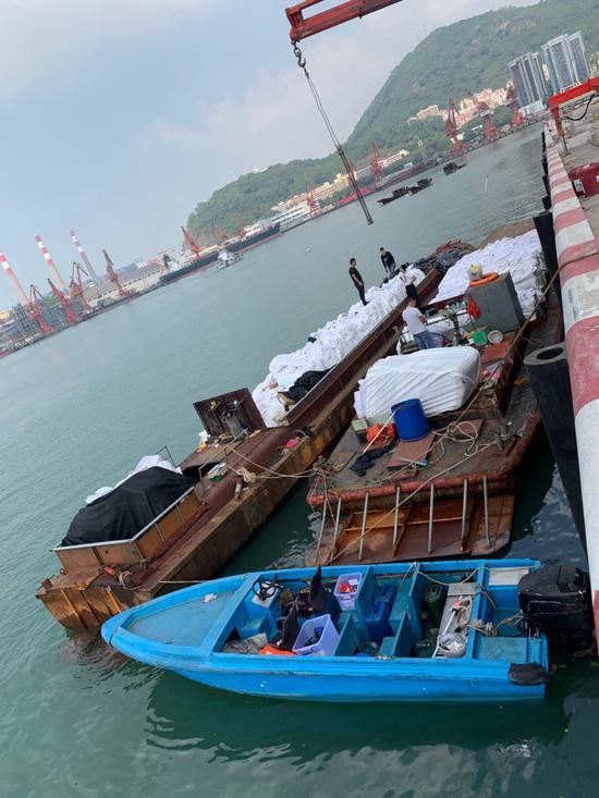 ▲涉嫌走私冻品的船舶。