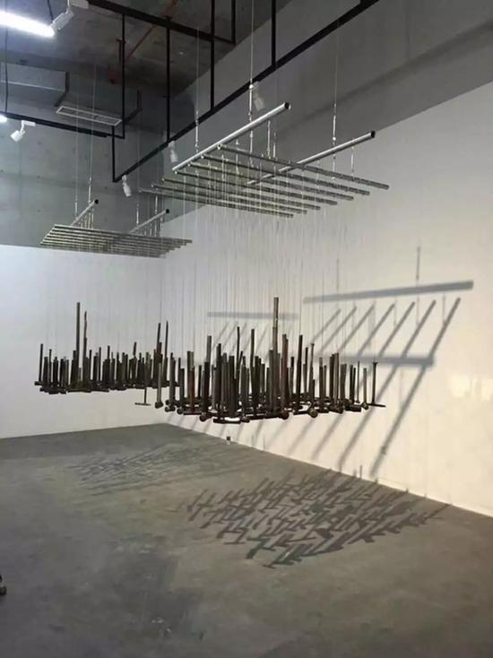 艾恩,《锤骨 声场》,尺寸可变,装置,2017