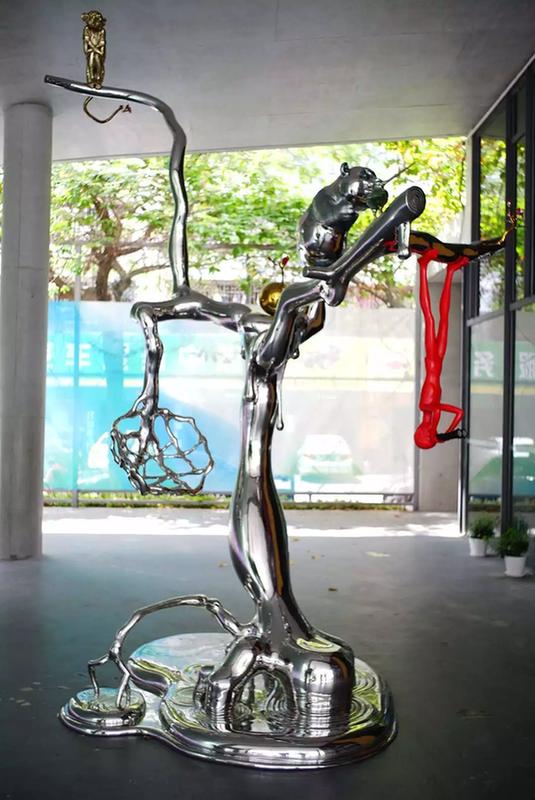 陈文令,《别开异境》,386×250×330×cm,综合材料,2017