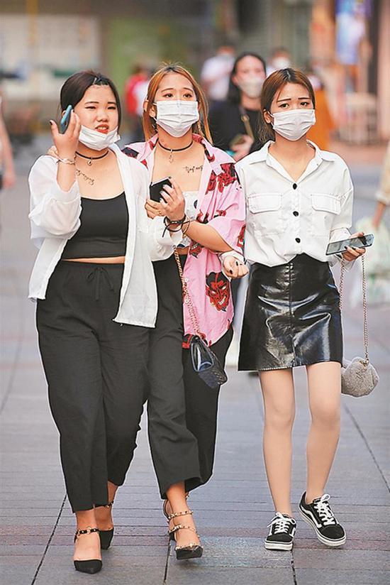 2020年5月,东门老街是时尚青年最爱去的街市。