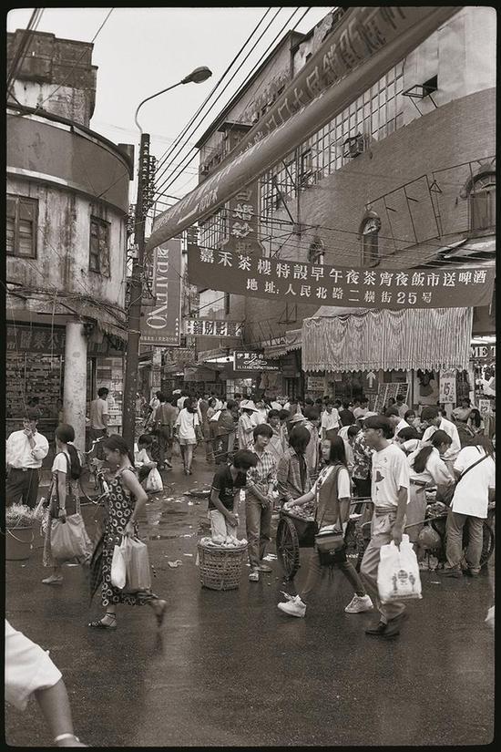 1992年,当时深圳最繁华的罗湖人民北路。