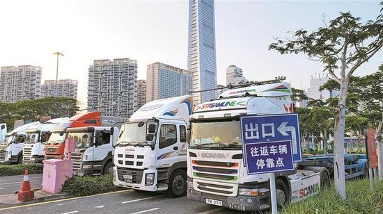 位于深圳湾口岸的南山区跨境货车配套停车场。