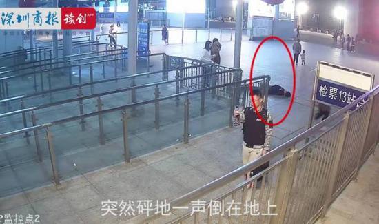 男子晕倒在检票口。