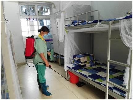 生活老师、清洁工人每天两次定时进行全面消毒。