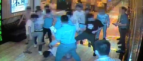 受害人李先生被殴打现场。