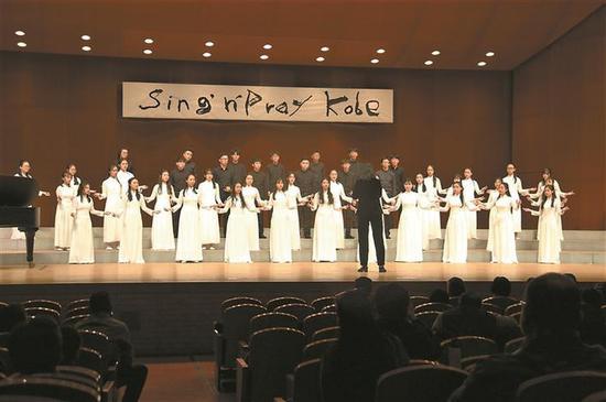 天际合唱团在比赛现场倾情演绎。
