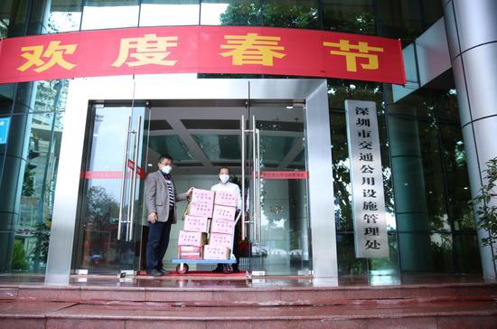 榕亨集团为市设施局送上捐赠物资