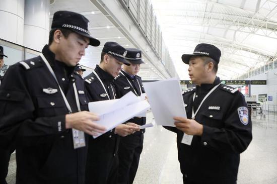 深圳警方破获并打掉特大跨境电信诈骗团伙