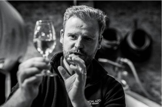布赫拉迪现任首席酿酒师亚当·汉内特 (Adam Hannett)
