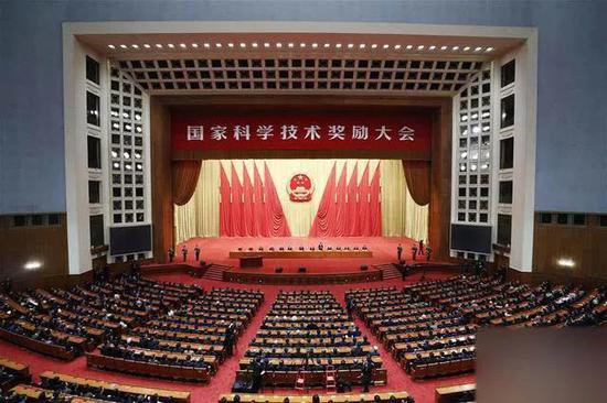 1月10日,中共中央、国务院在北京隆重举行国家科学技术奖励大会。新华社记者 刘彬 摄