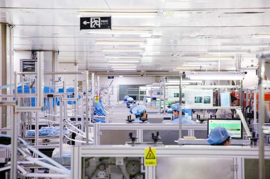2月8日,比亚迪正式宣布援产口罩、消毒凝胶为抗疫助力