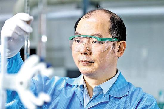 陈晓宇对药水进行化学分析