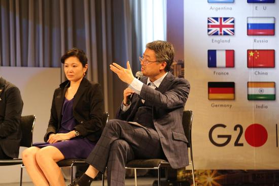 真格基金、新东方联合创始人王强在峰会圆桌论坛进行分享