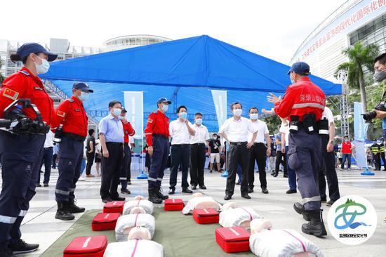 平安保险携手东部通航派遣直升机参与盐田区首届安全文化节