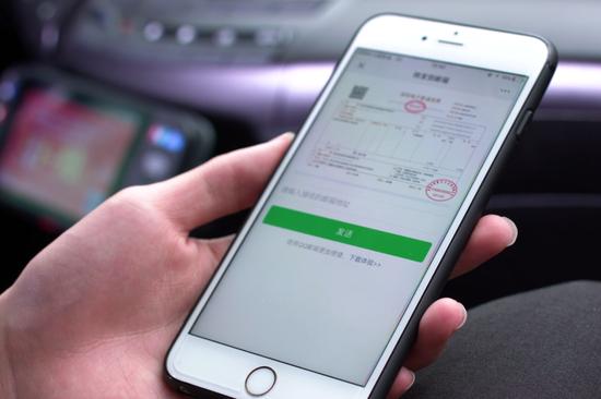 市民搭乘出租车、地铁等可通过手机获取区块链电子发票