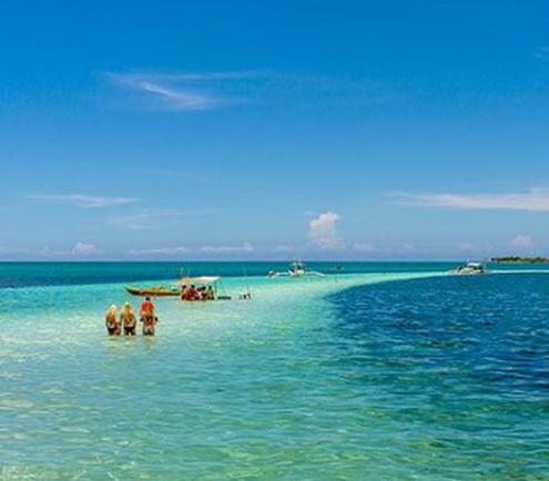 这座岛没一位居民 却挤满泳装游客
