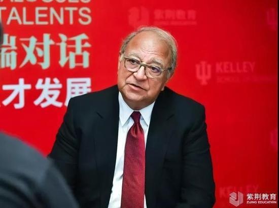 印第安纳大学Kelley商学院高级副院长Ash Soni接受记者采访