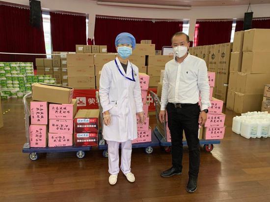 榕亨集团为市第三人民医院送上捐赠物资