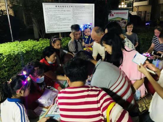 西乡共乐社区举办职场人士健康知识教育游园活动