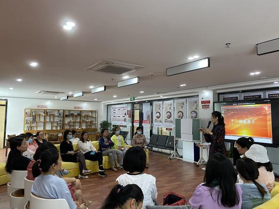 西乡蚝业社区开展读书分享会 全职妈妈分享创业成功之路