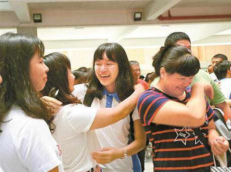 深圳多所高中举行毕业典礼