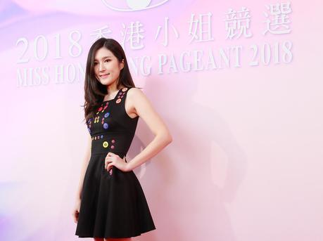 2018香港小姐复选 众佳丽主打清纯路线