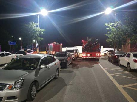 12辆私家车凌晨违停消防队门口