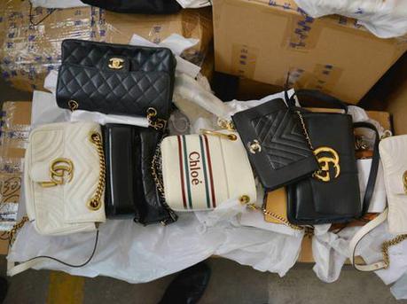 化妆品、名牌鞋、干海参 400万元奢侈品走私入境被查获