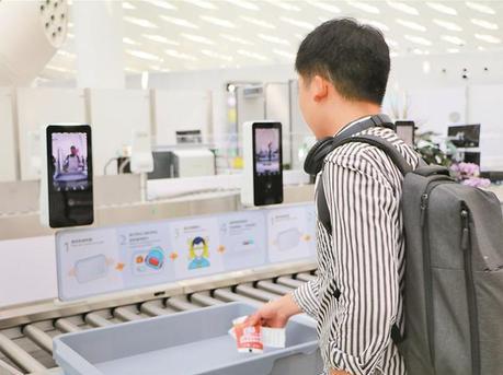 """深圳机场可""""刷脸""""秒过安检"""
