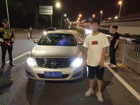 没拿到驾照还敢开车? 深圳一大学生被警方拘留