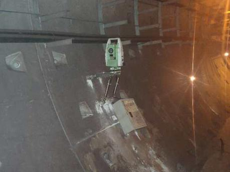 地铁2号线岗华区间渗水力争中午完成加固 下午恢复运营