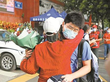 深圳高考圆满结束